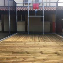 cage et panier de basket du terrain multisport