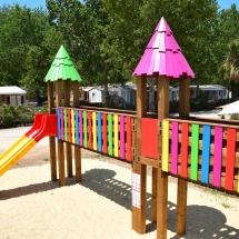 L'Acro'Brik XS permet aux enfants de jouer en hauteur en toute sécurité