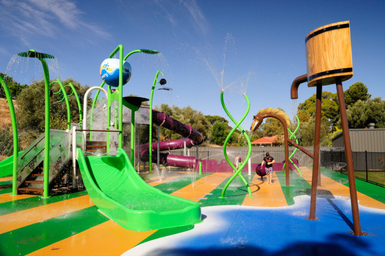 Upper Play, structure aire de jeux aquatique waterplay